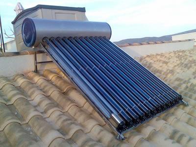 Термосифонни слънчеви бойлери с вакуумни тръби  GM 150 литра за 3-4 потребителя